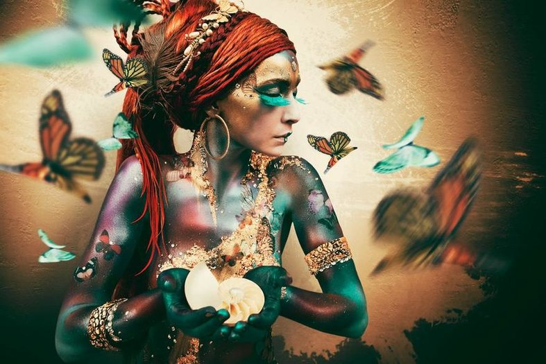 Vrouw met vlinders van Jaime Ibarra